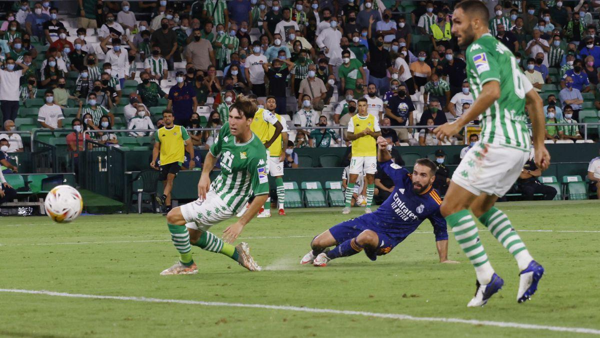 Dani Carvajal đem về bàn thắng cho Real Madrid với cú vô lê đẹp mắt
